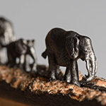 Elephant-carved-from-pencil-lead