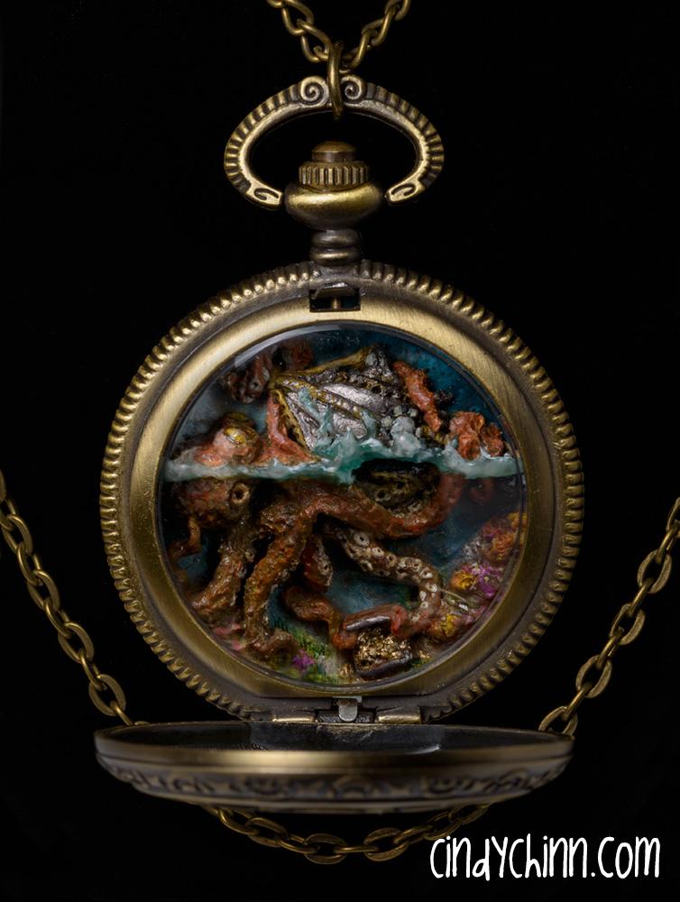 Nemo Watch 09 open closeup
